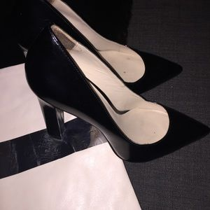 Elizabeth And James Black Leather Vino Pumps - 9.5